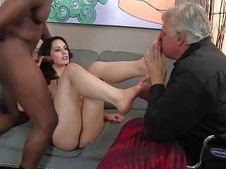 Sarah Shevon Bj's Black Spear And Gets Her Toes Sucked By Her...